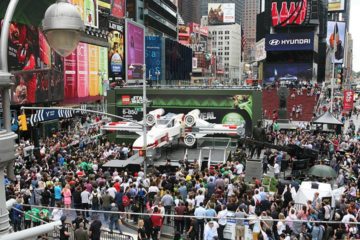 Lego Xwing fighter in times square