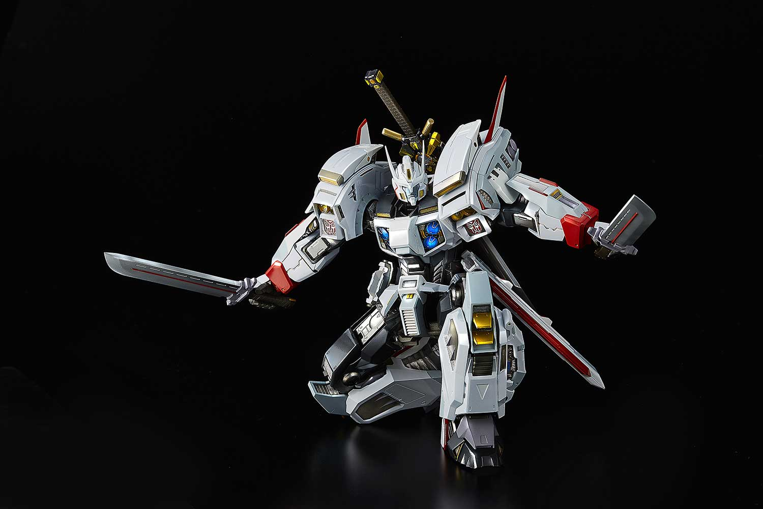 Bluefin offering flame toys transformers drift figure